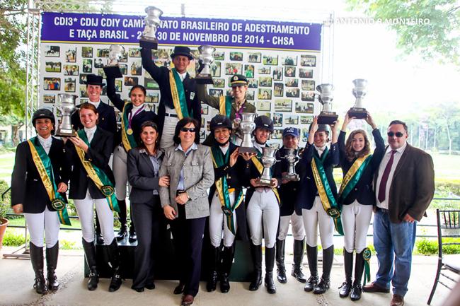 Os campeões brasileiros de Adestramento nas categorias Amador, Mirim, Pônei e da Taça Brasil
